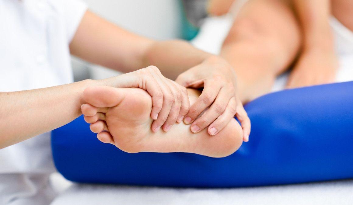 ¿Cómo ayuda la fisioterapia a la fascitis plantar?