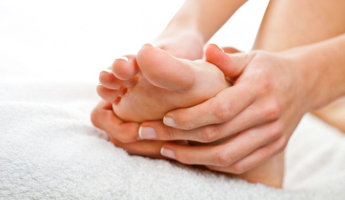Dolor intenso en el empeine del pie izquierdo