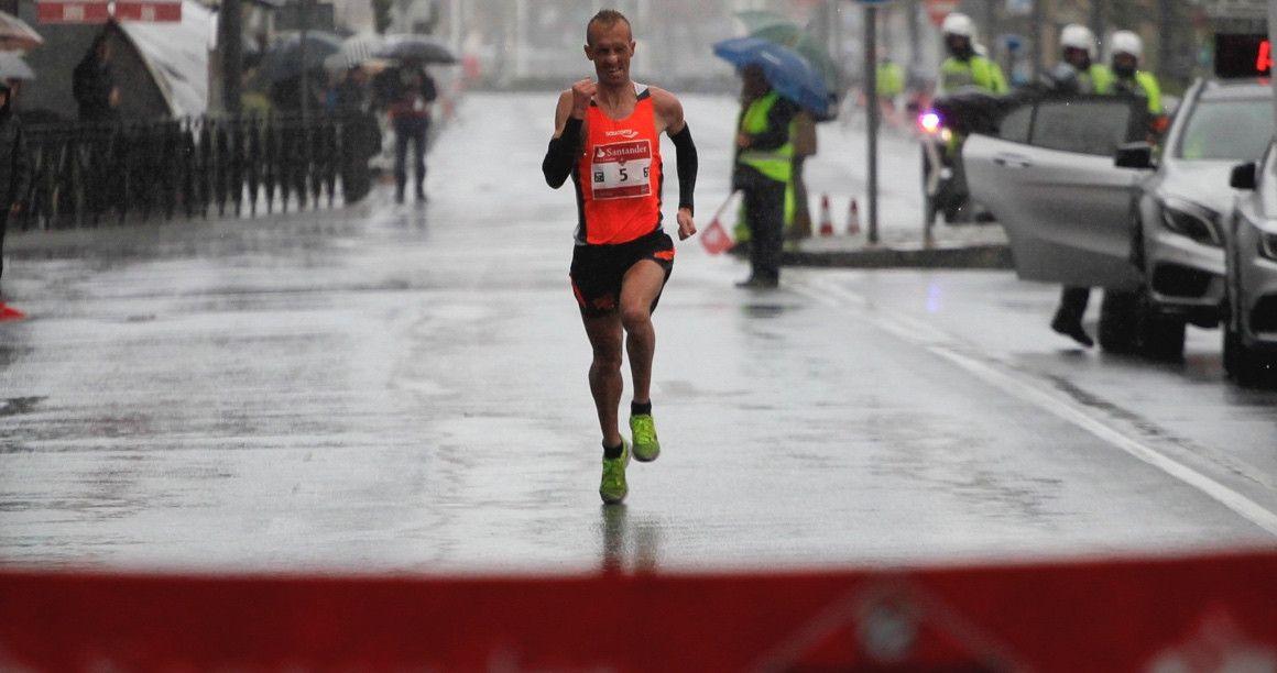 Sergio Sánchez y Mónica Gutiérrez triunfan en el Medio Maratón de Segovia