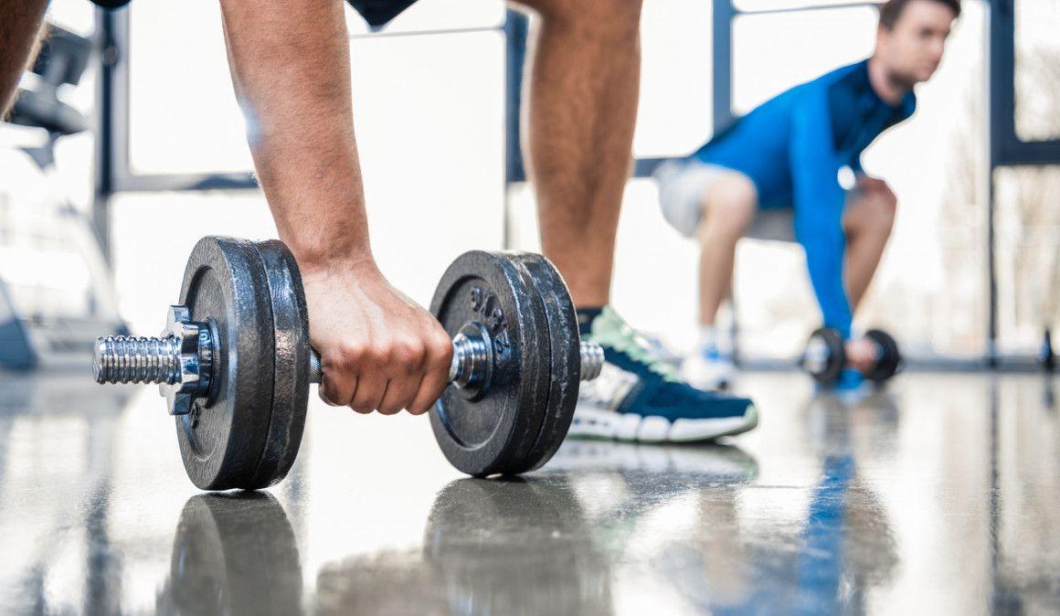 Cómo fortalecer los brazos: ejercicios más allá de las flexiones