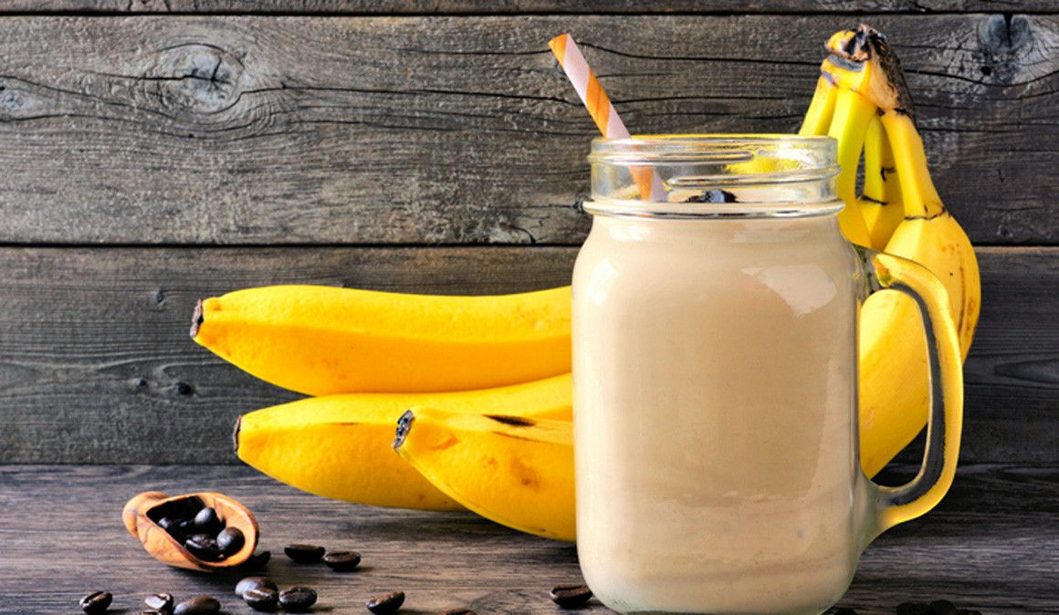 Batido de café y plátano para el desayuno de antes de una competición