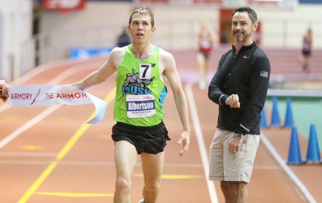 Nuevo récord del mundo de maratón en pista cubierta