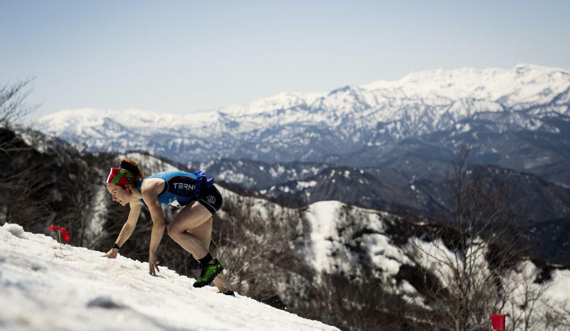 Ohiana Azkorbebeitia vuela en las escarpadas crestas de Japón