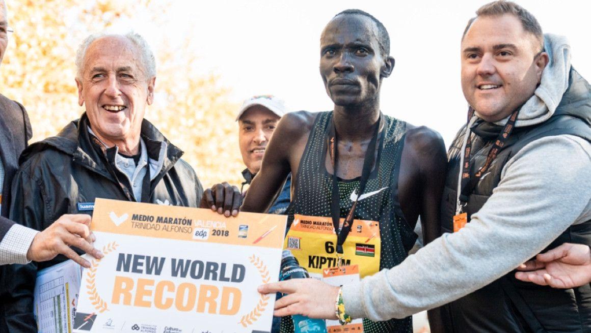 Kiptum, recordman mundial de medio maratón, suspendido provisionalmente a dos días del Maratón de Londres