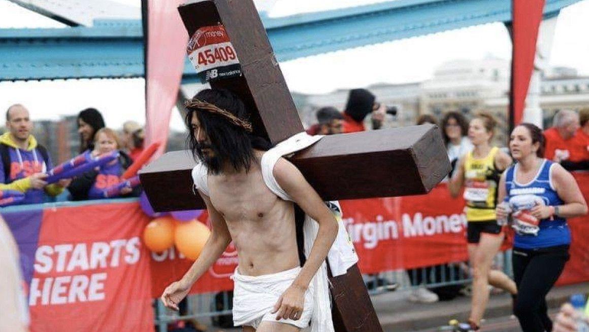 'Jesucristo' finaliza el Maratón de Londres