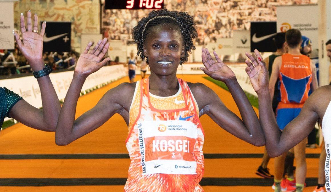 Kosgei, medio maratón más rápido de la historia; Mateo, 61:34