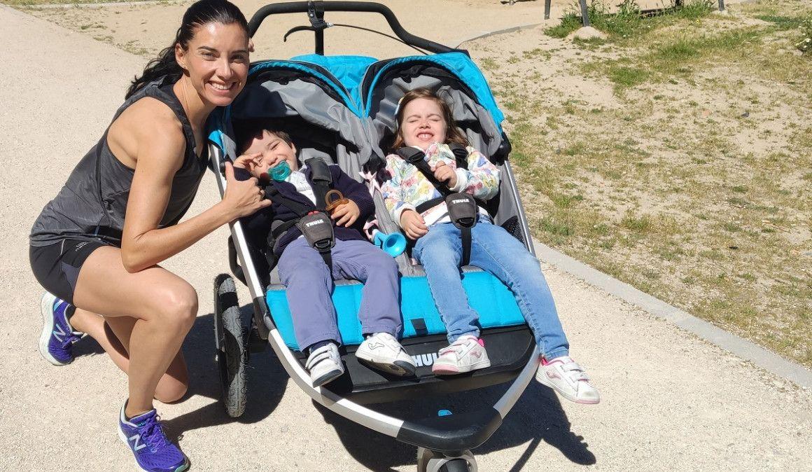 Beatriz Morillo bate el récord Guinness de medio maratón con un carrito con sus dos hijos