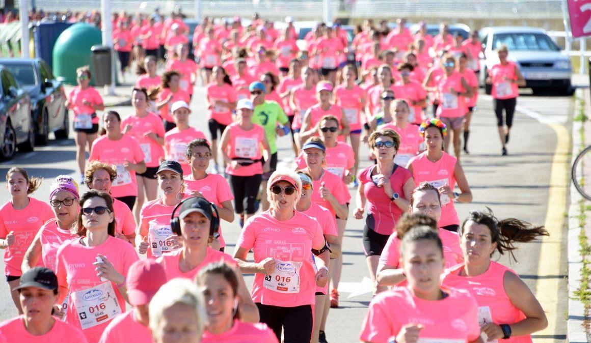 8.000 mujeres colorean de rosa Gijón