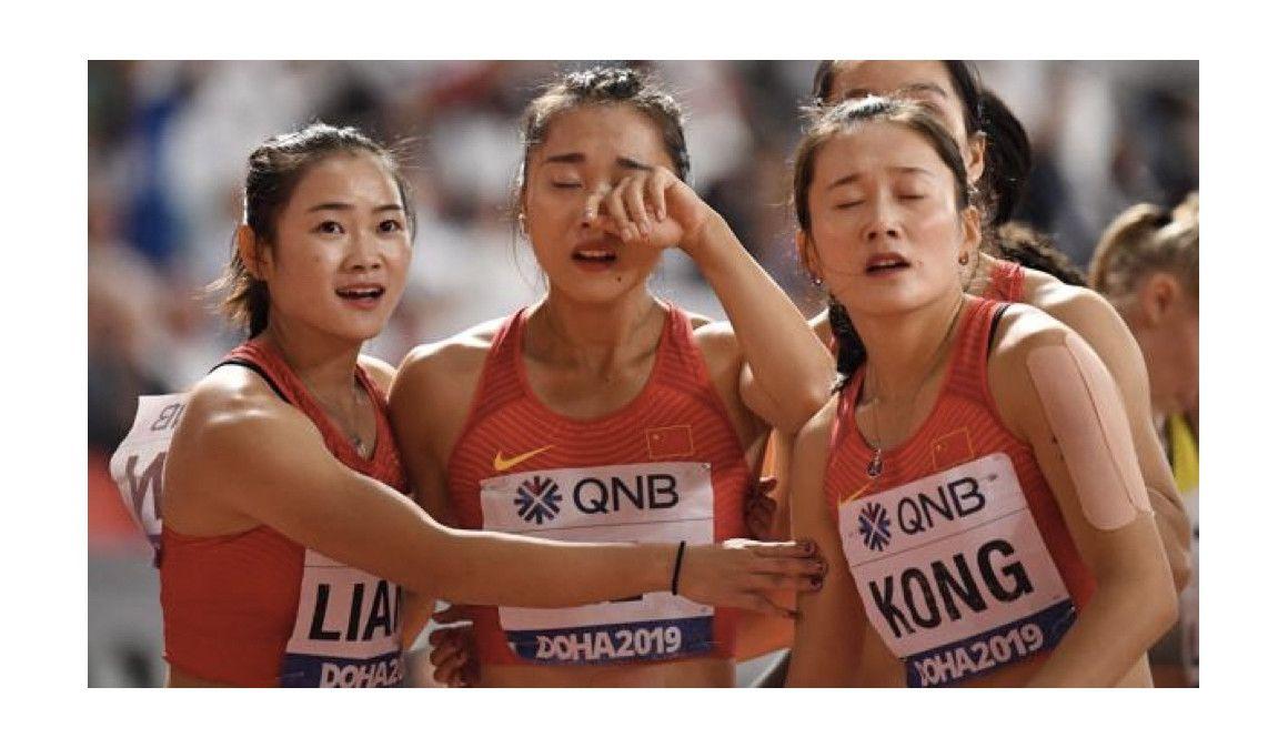 VÍDEO | El despropósito chino en el 4x100 de Doha