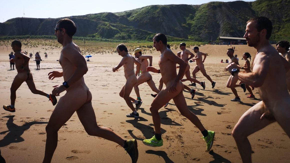 Así celebró su 20º aniversario la Carrera Nudista de la Playa Salvaje