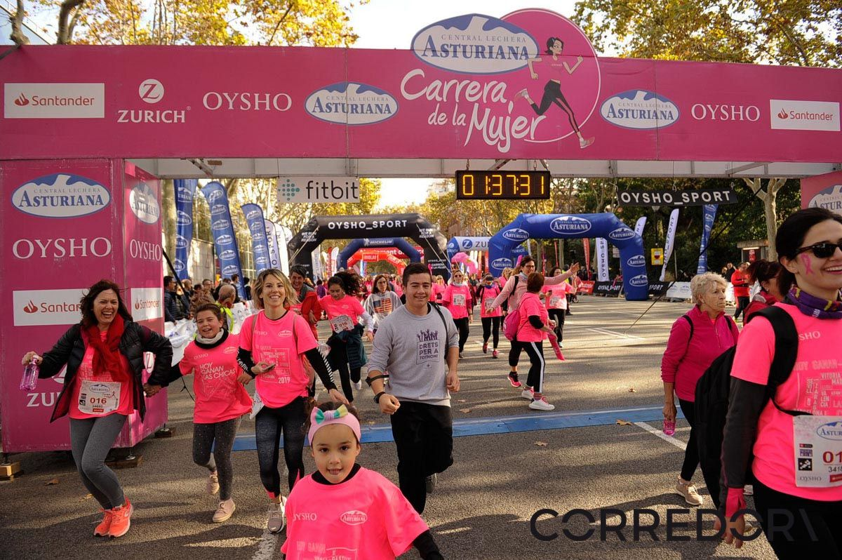 Llegada de la Carrera de la Mujer de Barcelona (ARCO IZQUIERDO 84)