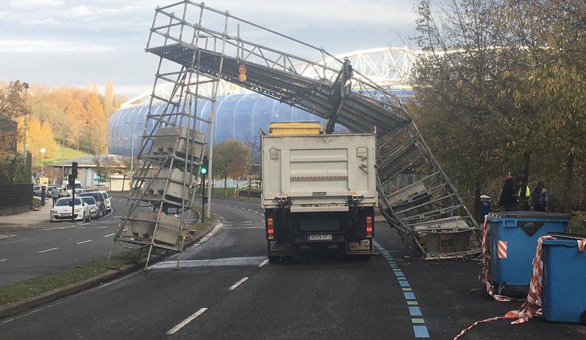 Un camión derriba de nuevo la salida del Maratón de Donosti