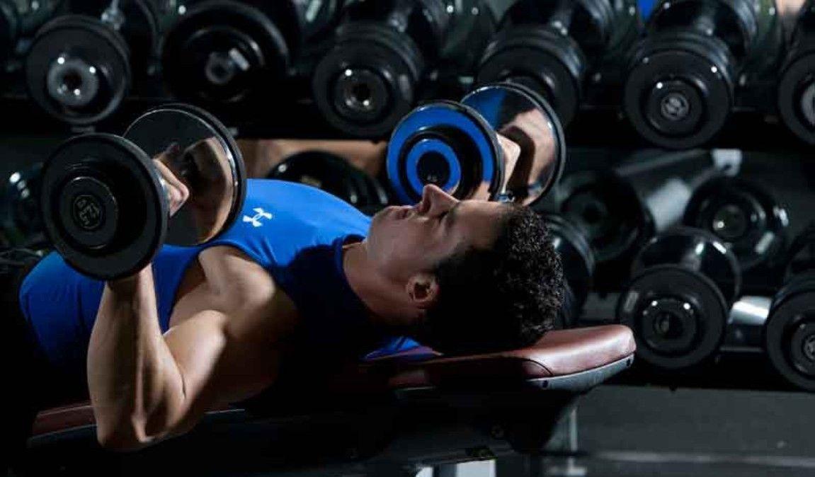 ¿Es mejor primero hacer el cardio o las pesas en el gimnasio?