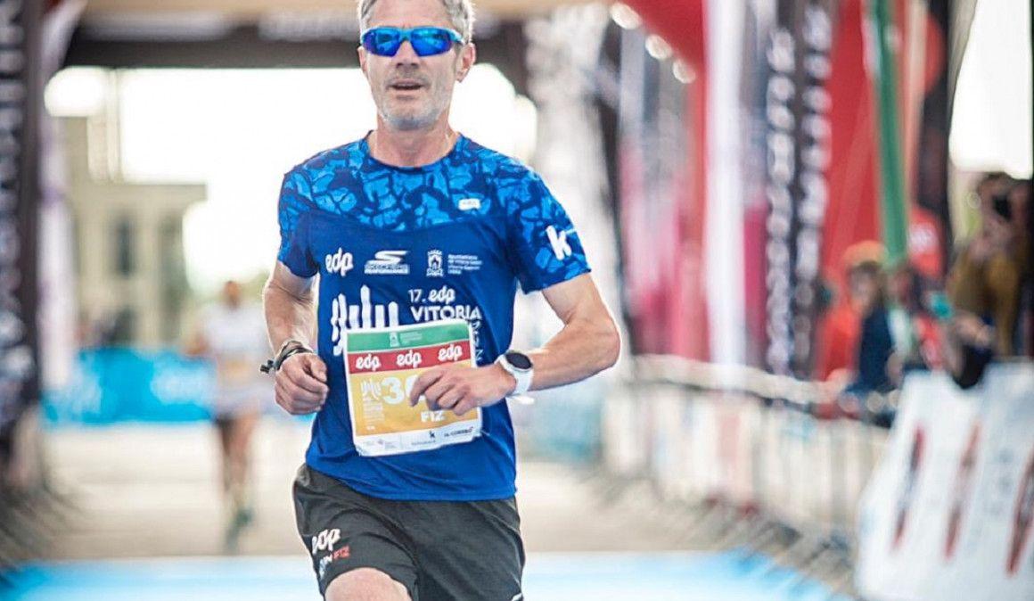 Martín Fiz cumple el sueño de una corredora popular